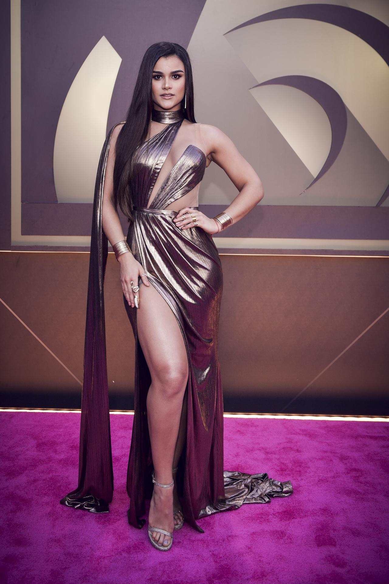 La modelo y presentadora Clarissa Molina en un vestido metálico. (Suministrada/ Univision)