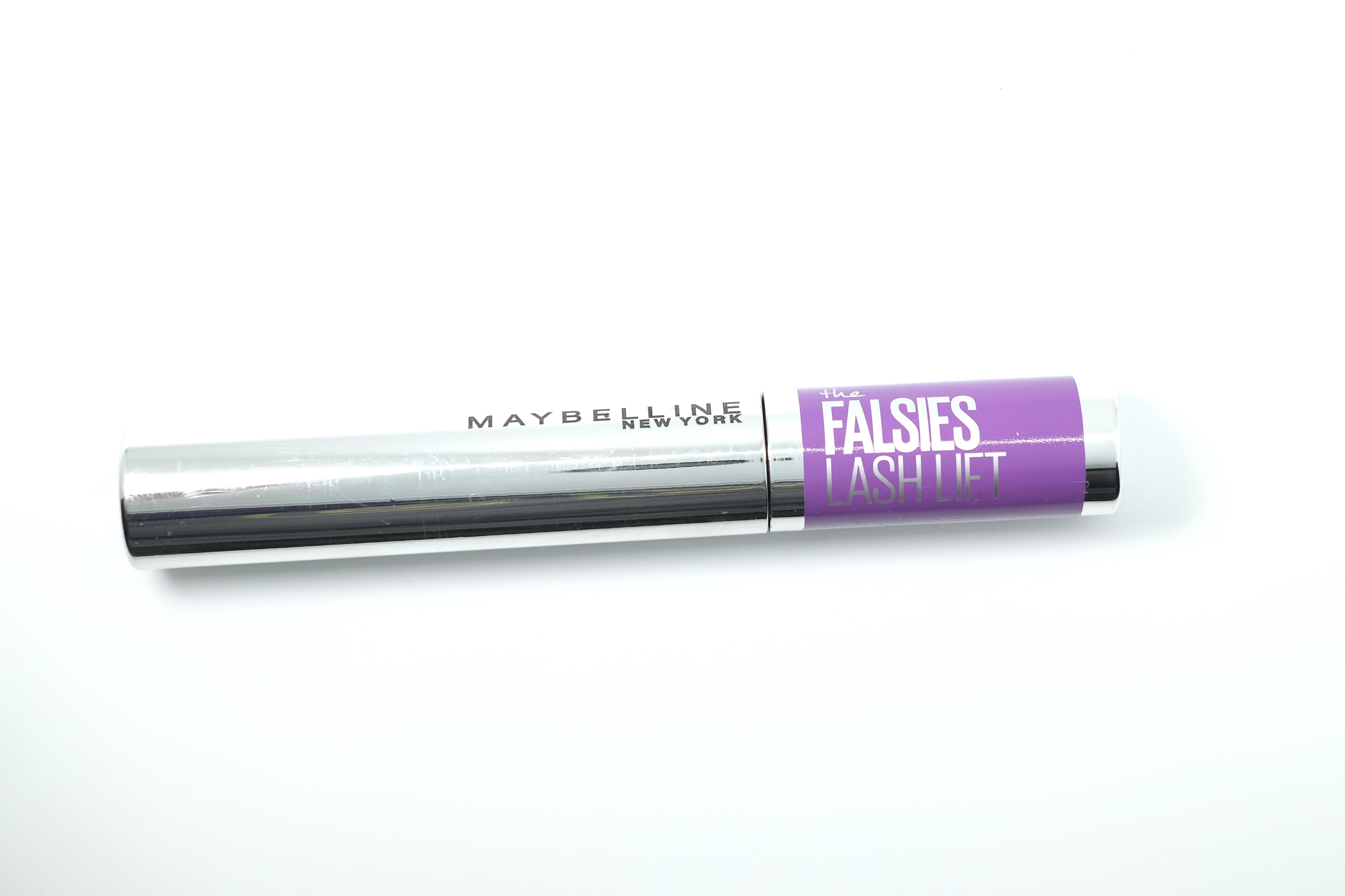 The Falsies Lash Lift Mascara de Maybelline New York ofrece gran volumen y un aspecto alargado gracias a un cepillo de doble curva combinado con una fórmula liviana y de larga duración. (Suministrada)