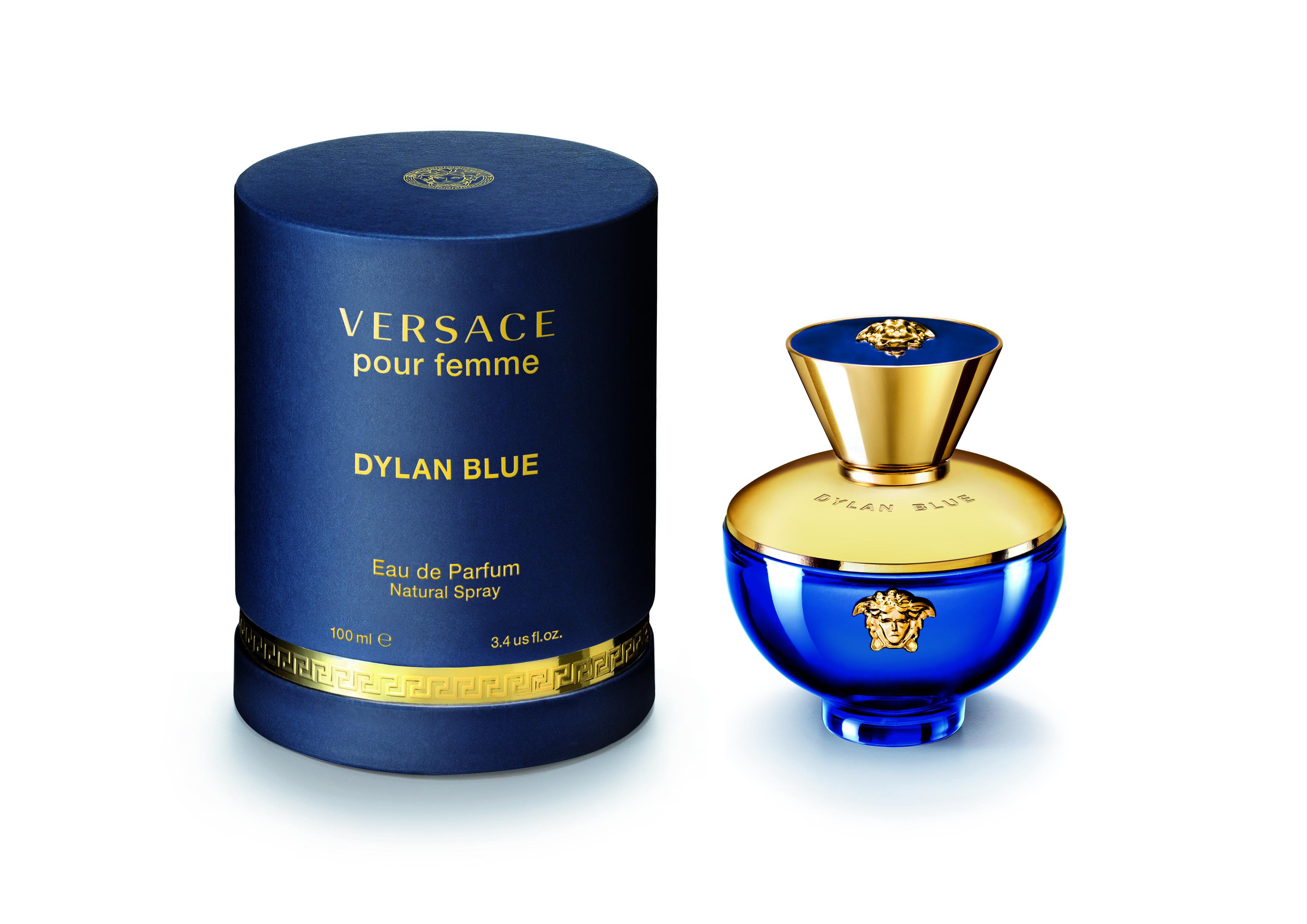 Perfume Dylan Blue de Versace, de la familia olfativa floral-frutal. Los detalles dorados y la icónica medusa no pueden faltar. (Suministrada)