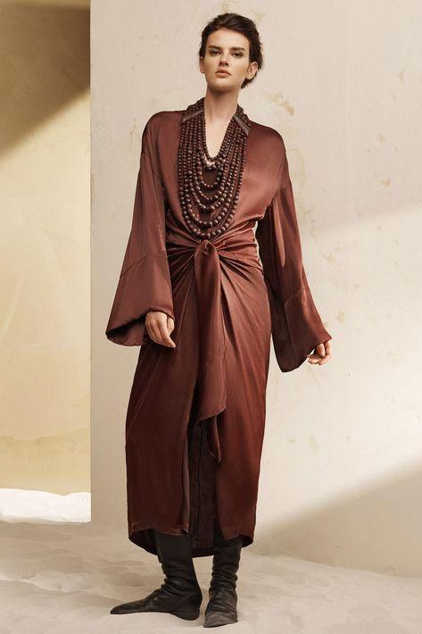 El drapeado se impone para darle un toque femenino a las prendas de vestir de verano.