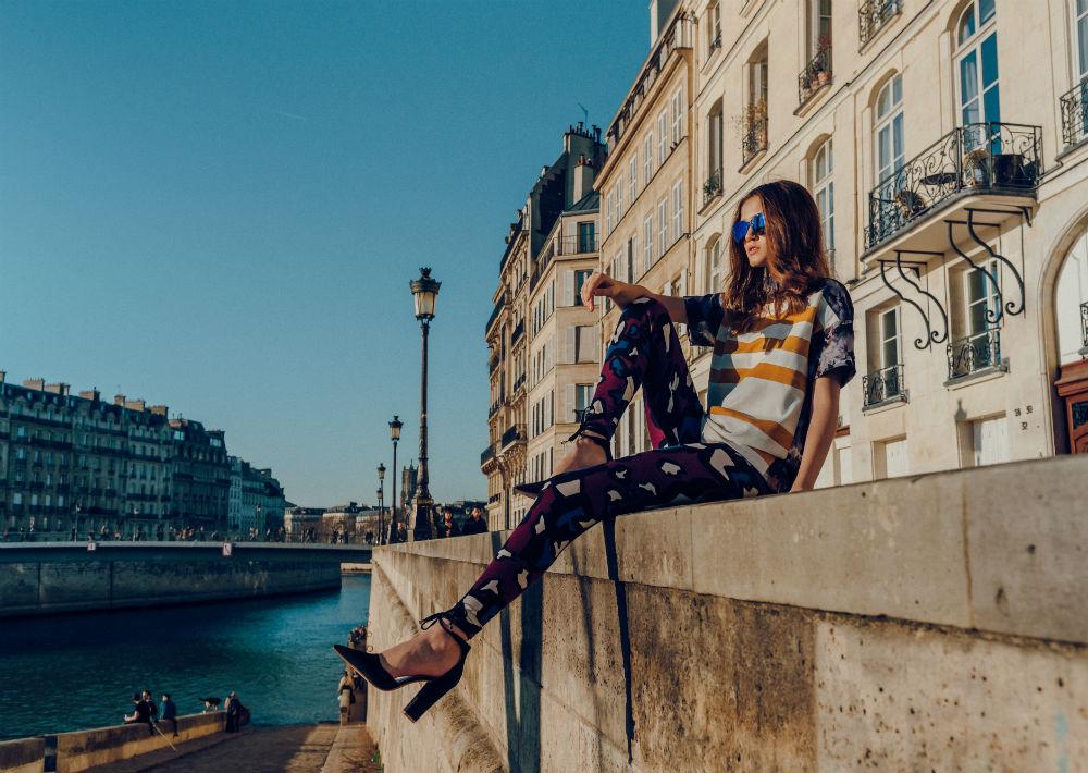 """En esta colección la diseñadora se mantiene fiel a su estilo """"sporty chic"""" e incorpora textiles como el denim, el crepé de seda, charmeuse y algodón. (Foto: Suministrada/ Eli Santa)"""