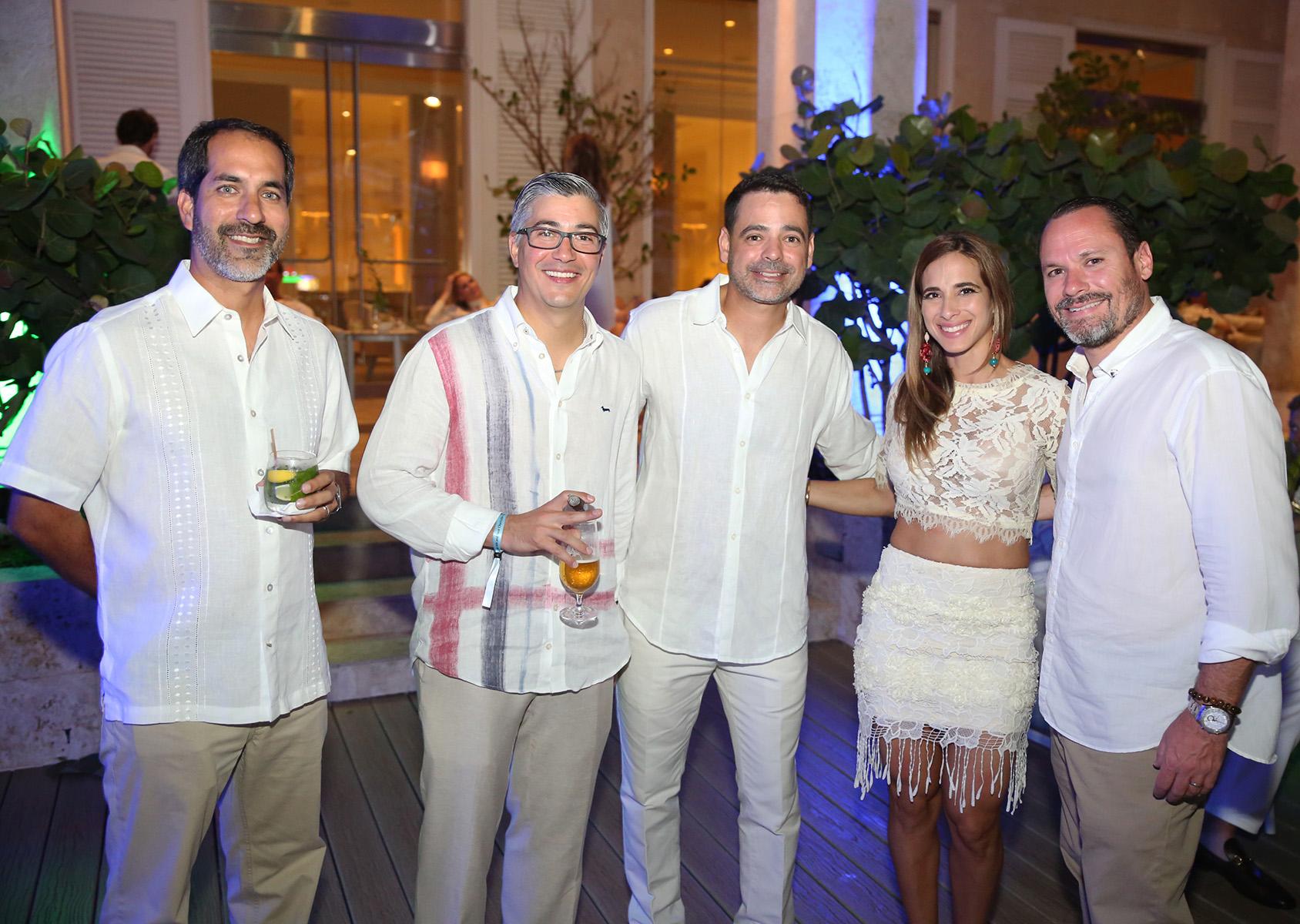 Carlos Rivera, Francisco Viejo, Roberto Echevarría, Carla Díaz y Rafael Betances. (José R. Pérez Centeno)