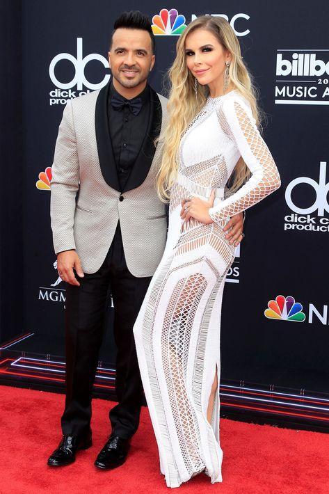 El cantante puertorriqueño Luis Fonsi posa junto a su esposa, Águeda López. (EFE)