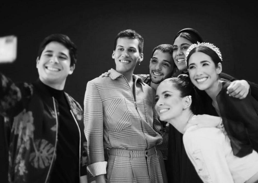 Equipo de la marca Jean Cintrón compuesto por Javier Enrique, el diseñador, Jorge Santana, Kisai Ponce, Frances Estrada y Helen Blandido. (Foto: Suministrada)