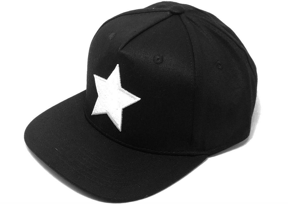 """Gorra con estrella blanca de la nueva línea """"Black Series"""" de El Galpón. (Foto: Suministrada)"""