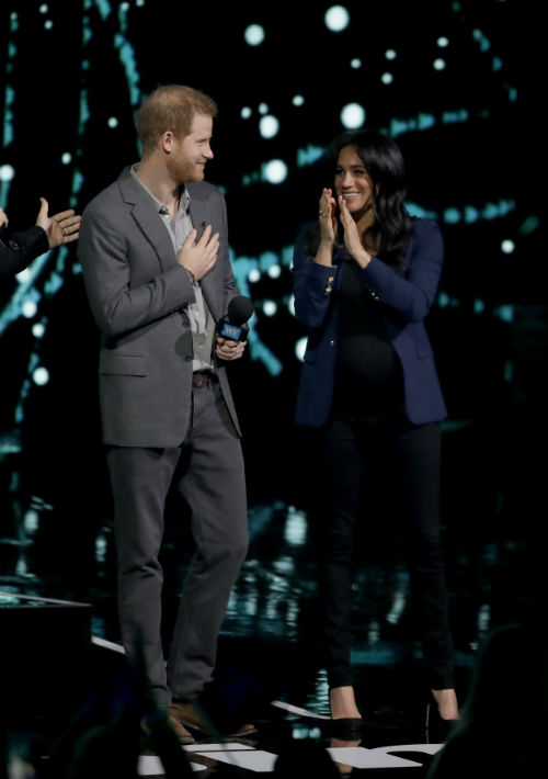 El príncipe Harry ofreció un discurso ante unos 12,000 estudiantes reunidos en el SSE Arena de Wembley, en Londres. (AP)