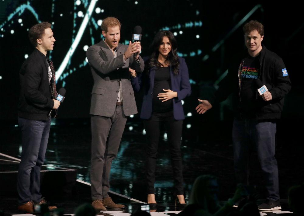 Los duques de Sussex, el príncipe Harry y Meghan Markle causaron sensación durante un evento del Día WE, una iniciativa global que procura incentivar a los jóvenes para que promuevan cambios sociales. (AP)