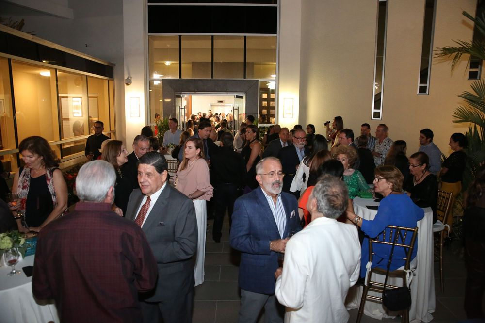 Los invitados disfrutaron de un cóctel con creaciones del chef Mario Pagán. Fotos José R. Pérez Centeno.