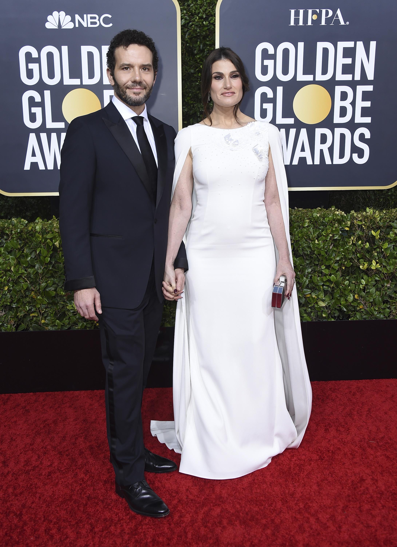 Aaron Lohr e Idina Menzel. (AP)