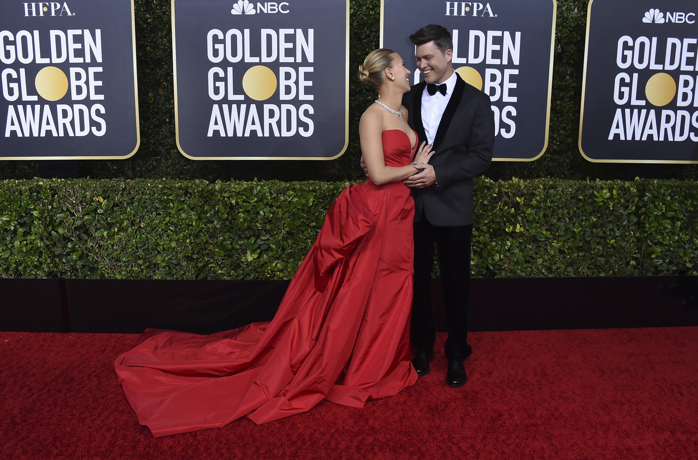 Scarlett Johansson y Colin Jost. (AP)