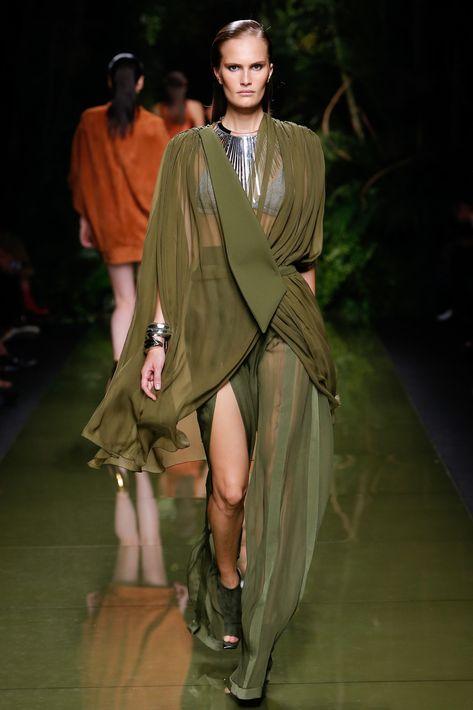 Del romanticismo a la audacia, el drapeado se posiciona como un elemento que le imparte un toque sofisticado a tu ropa.