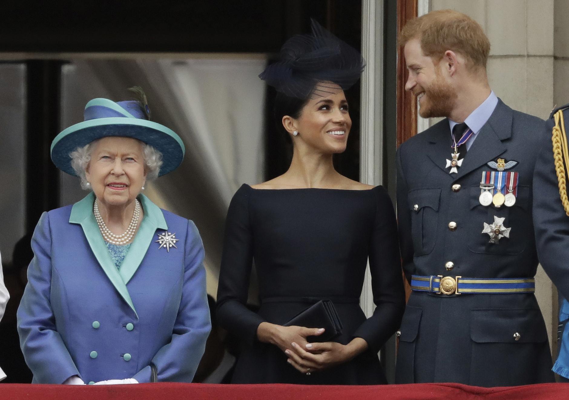 """""""Nunca le escondimos nada a mi abuela. Yo la respeto demasiado"""", expresó Harry a preguntas de si falló en mantener a la reina al tanto sobre sus planes de dejar sus deberes reales. (Archivo)"""
