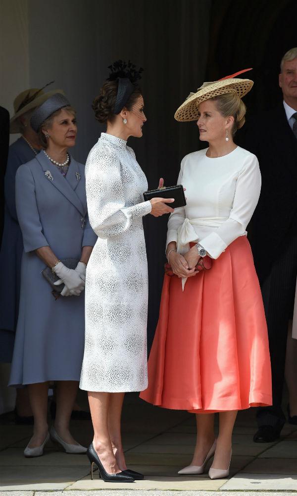 La reina Letizia conversa con la Sophie de Wessex, esposa del príncipe Edward. (EFE)
