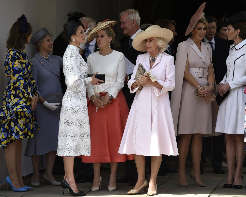 La reina Letizia, Sophie de Wessex y la duquesa de Conrnualles, y más a la derecha, la reina Maxima de Holanda y la duquesa de Cambridge. (EFE)