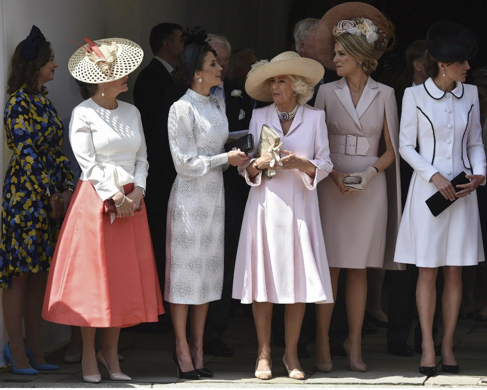 Desde una carpa situada en mitad del recorrido, presenciaron el paso de la comitiva las reinas Letizia y Máxima de Holanda, la duquesa de Cambridge, Kate Middleton; y la duquesa de Cornualles, Camilla. (EFE)