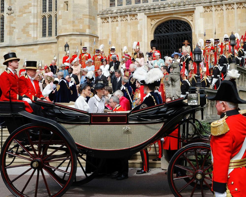 El tradicional desfile de la Orden de la Jarretera se celebró este lunes en los predios del castillo de Windsor. (EFE)