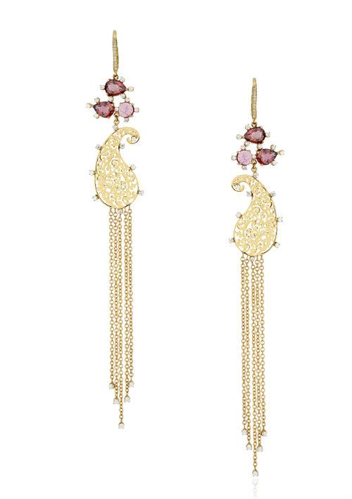 """Pantallas con detalle en forma de """"paisley"""", turmalinas y diamantes de Lido Jewelers. (Foto: Suministrada)"""