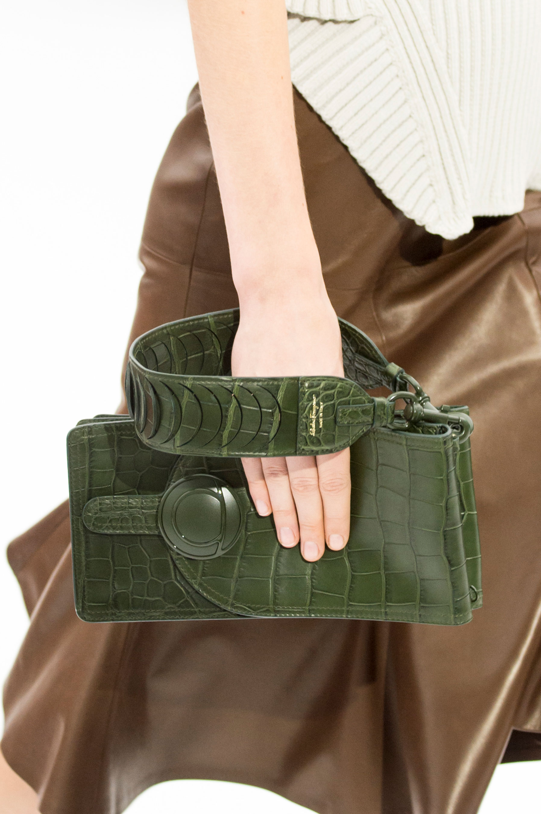 Salvatore Ferragamo presentó esta temporada un estilo clásico en tono verde. (The Fashion Group Foundation)