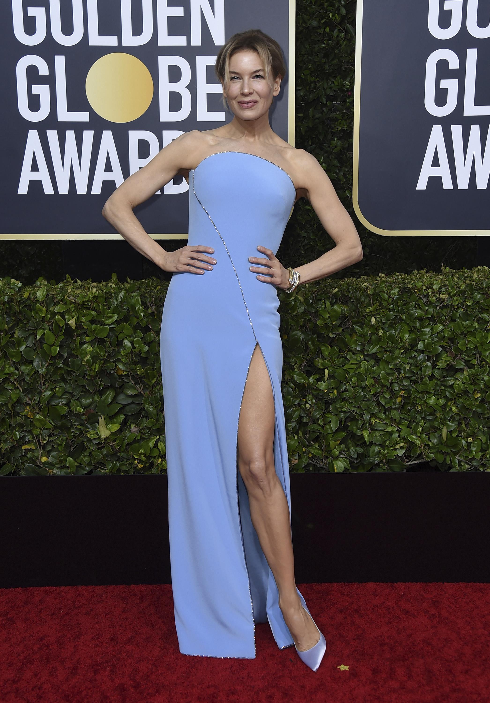"""Renée Zellweger lució un vestido """"strapless"""" azul pálido con abertura de Armani Privé,  joyas de David Webb y zapatos Jimmy Choo. (AP)"""