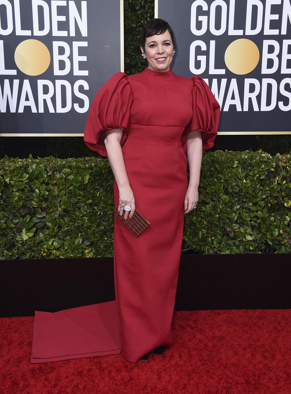 """Una de las ganadoras de la noche por """"The Crown"""", Olivia Coleman, que fue vestida por Emilia Wickstead con joyería Chopard. (AP)"""