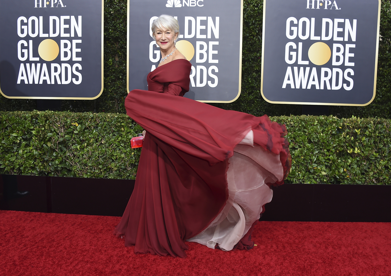 Helen Mirren con un vaporoso vestido bajo de hombros de Dior Haute Couture. (AP)