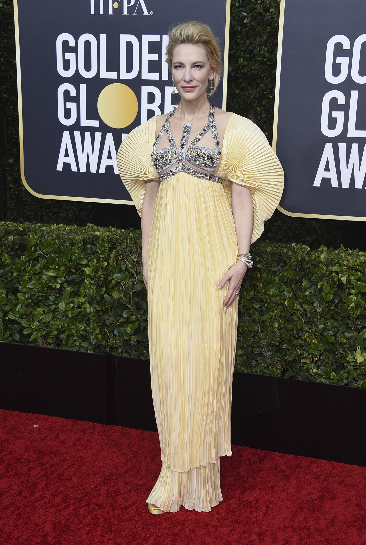 """Cate Blanchett apostó por un modelo """"couture"""" plisado color """"limoncello""""en organza de seda de Mary Katrantzou, de la colección primavera verano 2020 llamada Templo de Poseidón. (AP)"""