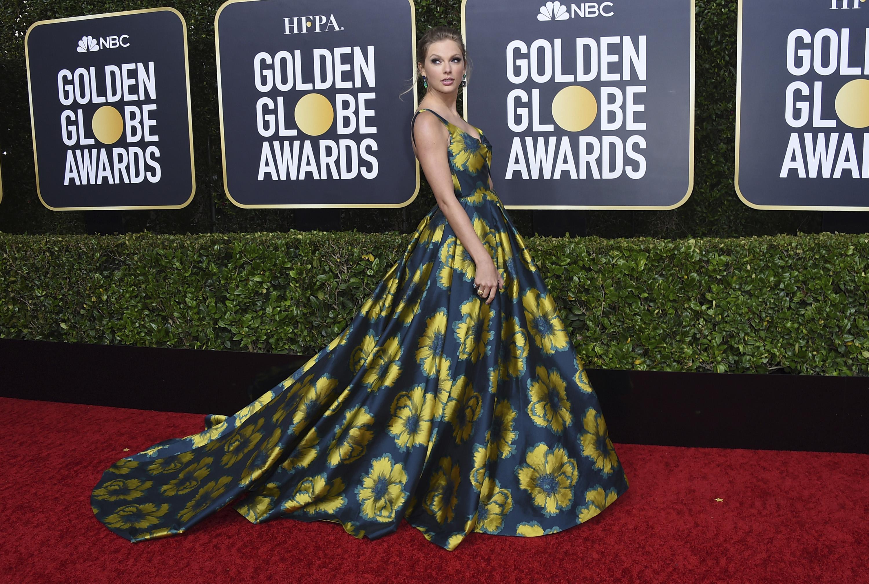 """Taylor Swift seleccionó un """"ballgown"""" hecho a medida de Etro Couture, con zapatos Christian Louboutin y joyas de Lorraine Schwartz. (AP)"""
