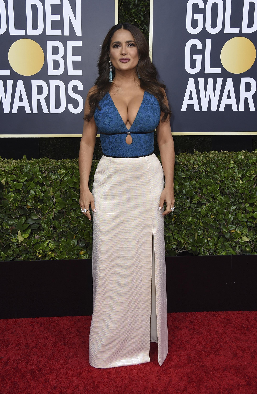 Salma Hayek lució un vestido Gucci a dos tonos con un pronunciado escotey falda de seda. (AP)