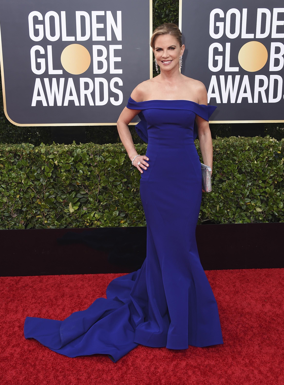 La presentadora Natalie Morales en azul eléctrico. (AP)