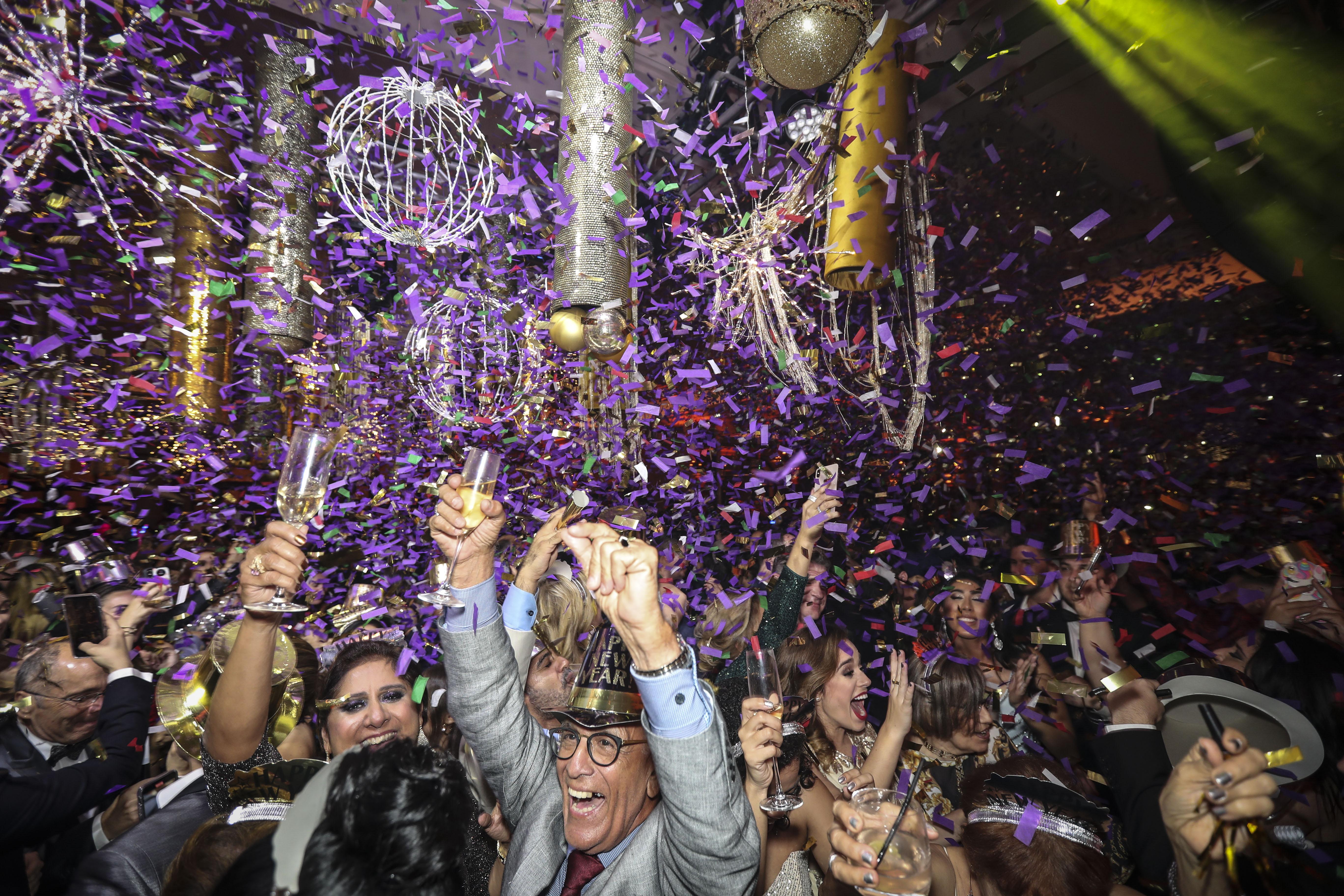 A  medianoche los invitados recibieron el 2020 con una lluvia de confeti alusivo a los artes del evento el cual fue coordinado por Music Factory. (Suministrada)