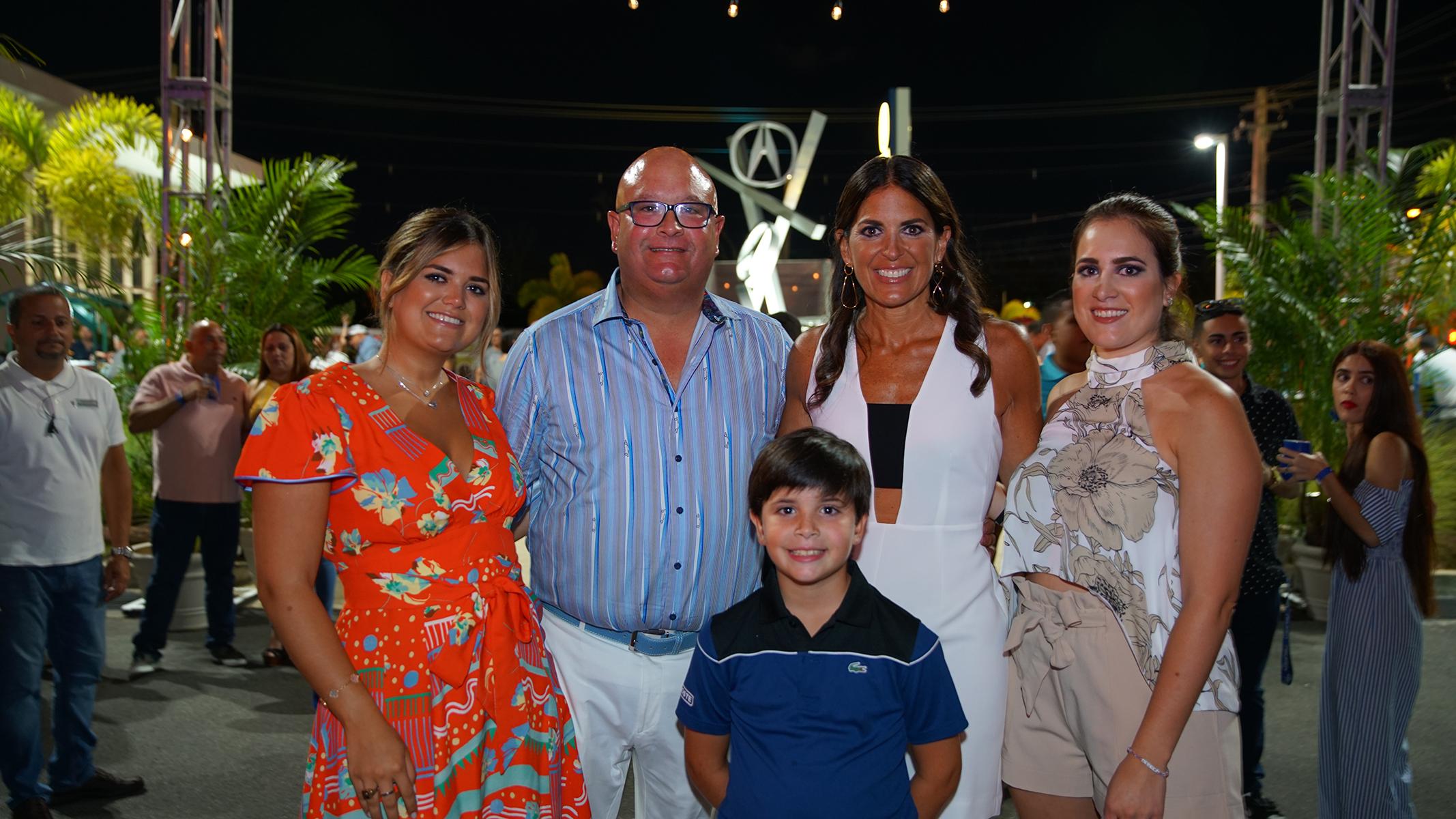 Cecilia López-Lay, Carlos López-Lay, María Esteve, María Isabel López-Lay  y, al frente, José Carlos López-Lay. Suministrada
