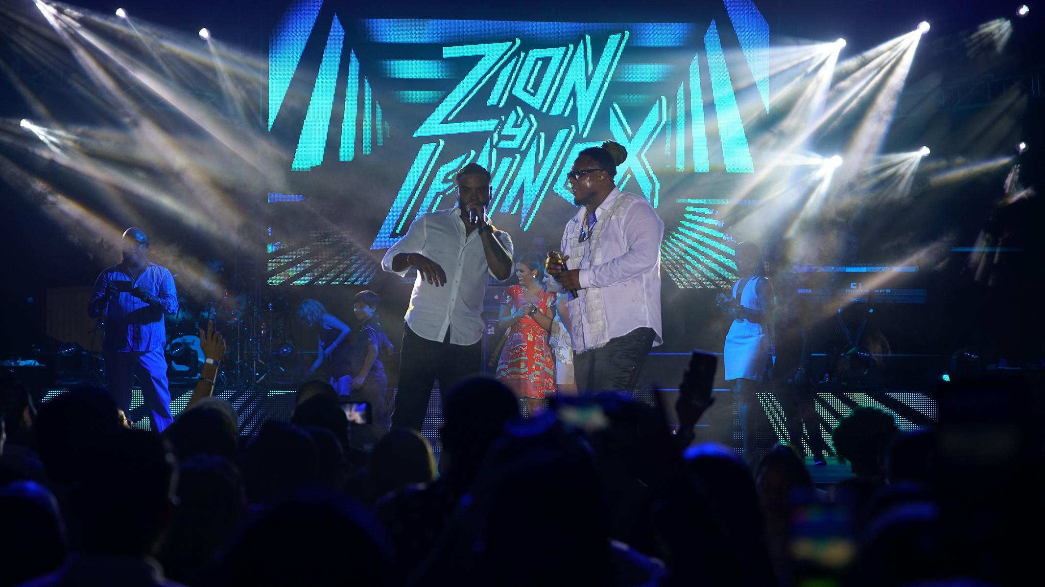 La fiesta contó con la participación de Zion y Lennox. Suministrada