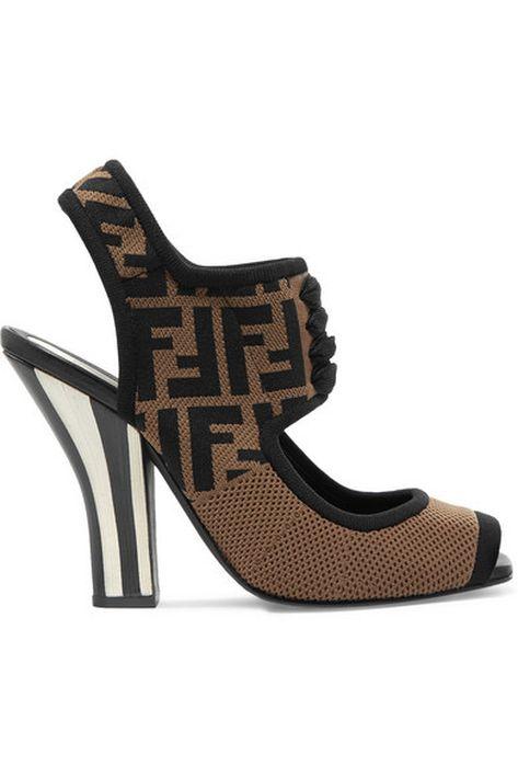 """La logomanía que ha invadido la moda esta temporada, al estilo de Fendi. Esta sandalia con su logo """"FF"""" en color marrón… ¡Objeto de deseo! (Foto: Suministrada)"""