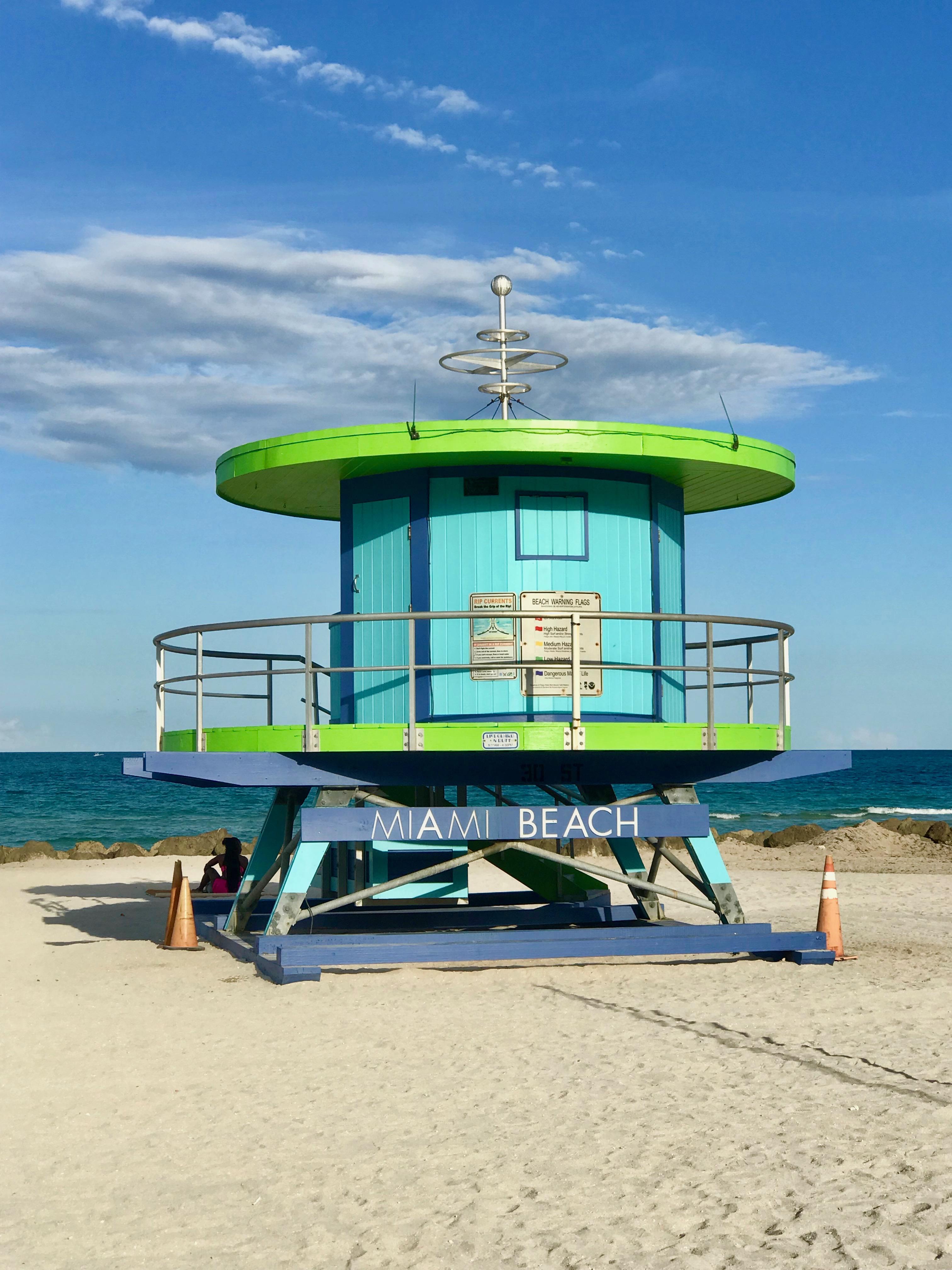 """Símbolo de Miami Beach  Me encanta caminar por la playa temprano en la mañana, empezando desde South Beach para descubrir y apreciar las emblemáticas, coloridas y originales """"Casetas de Salvavidas"""". Foto suministrada"""