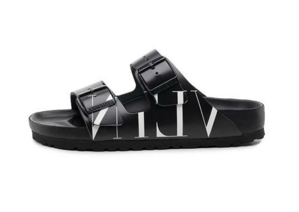 """¡Valentino + Birkenstock, un idioma universal… Como una """"definición de inclusividad"""", Pierpaolo Piccioli, de la Maison Valentino, se une con la marca alemana para reinterpretar su famosa sandalia Arizona, en su colección de hombre y mujer. ¡Brillante! (Foto: Suministrada)"""