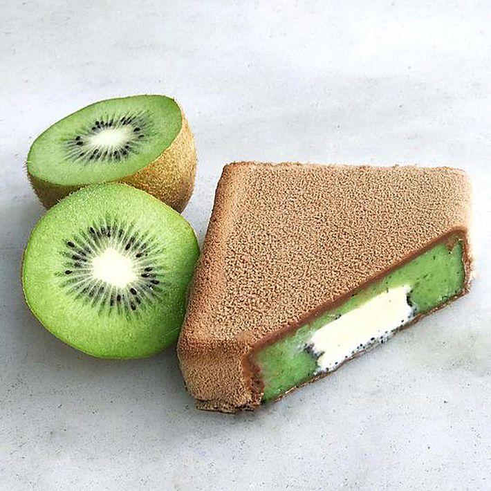 ¡Sólo en verano! Helados del maestro pastelero Dominique Ansel. Esta maravilla es de sorbete de kiwi, vainilla y chocolate. Dominique Ansel Kitchen, 137 7th Ave., N.Y. (Suministrada)