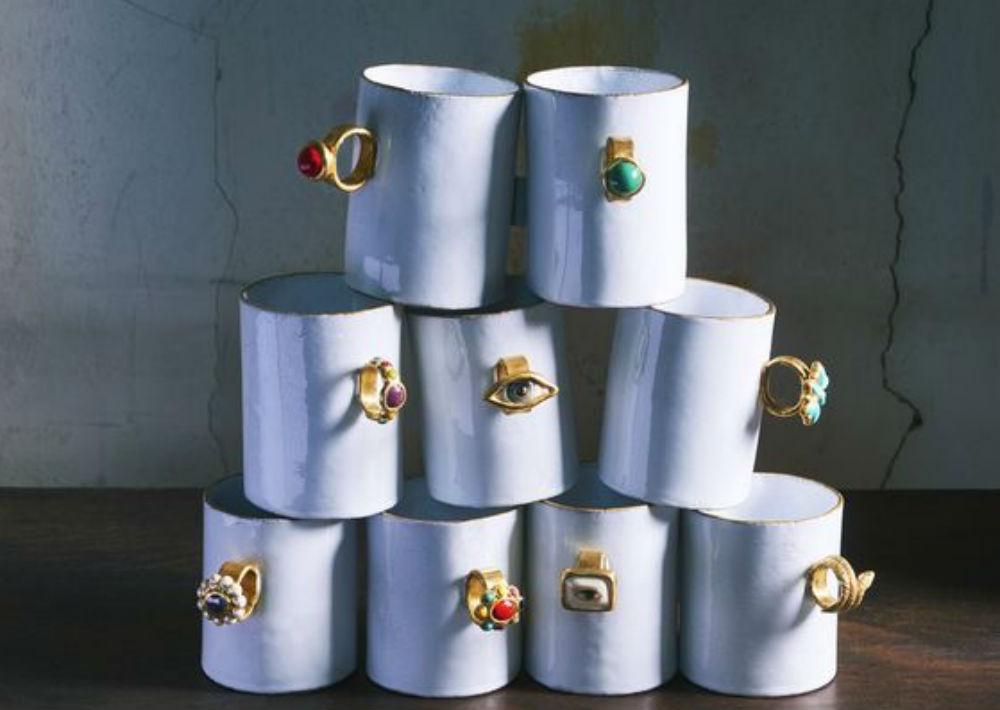 """Las """"tazas joyería"""" creadas por Astier de Villatte con la artista francesa Serena Carone. Objeto de deseo inmediato. (Foto: Suministrada)"""