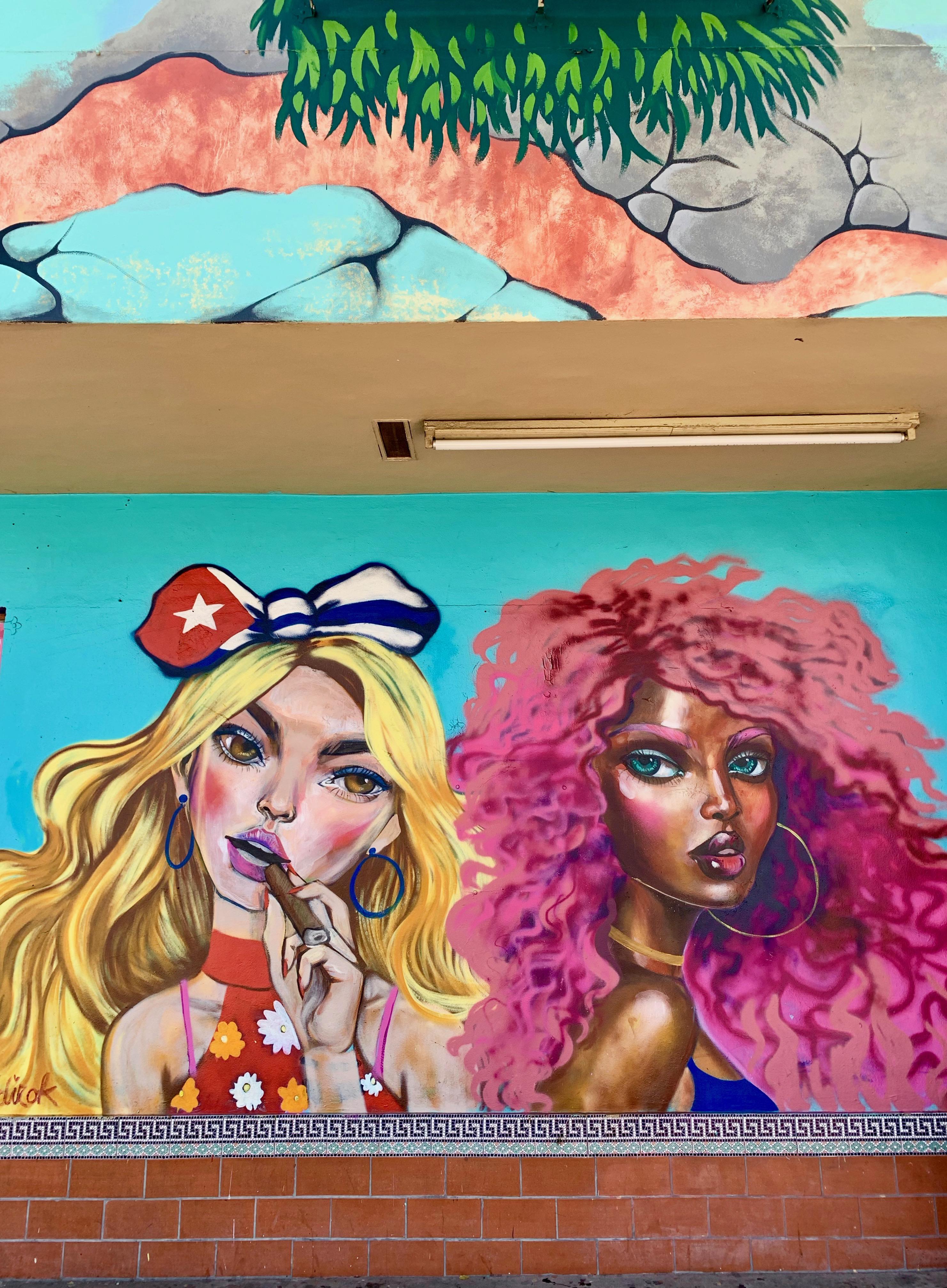 """En la pequeña Habana Caminar por la Calle Ocho,  es siempre una experiencia sensorial… Los colores brillantes de sus murales, la música que trata de """"agarrarte"""" para que entres a algún chinchorro, el dulce olor a café o a frituras que te invita a parar en alguna """"ventanita""""... Foto suministrada"""