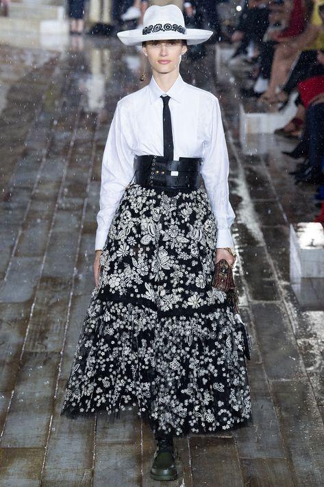 """María Grazia Chiuri se inspiró en México y la """"escaramuza charra"""" para la colección Christian Dior Crucero 2019, con aires ecuestres y bohemios. (Suministrada)"""