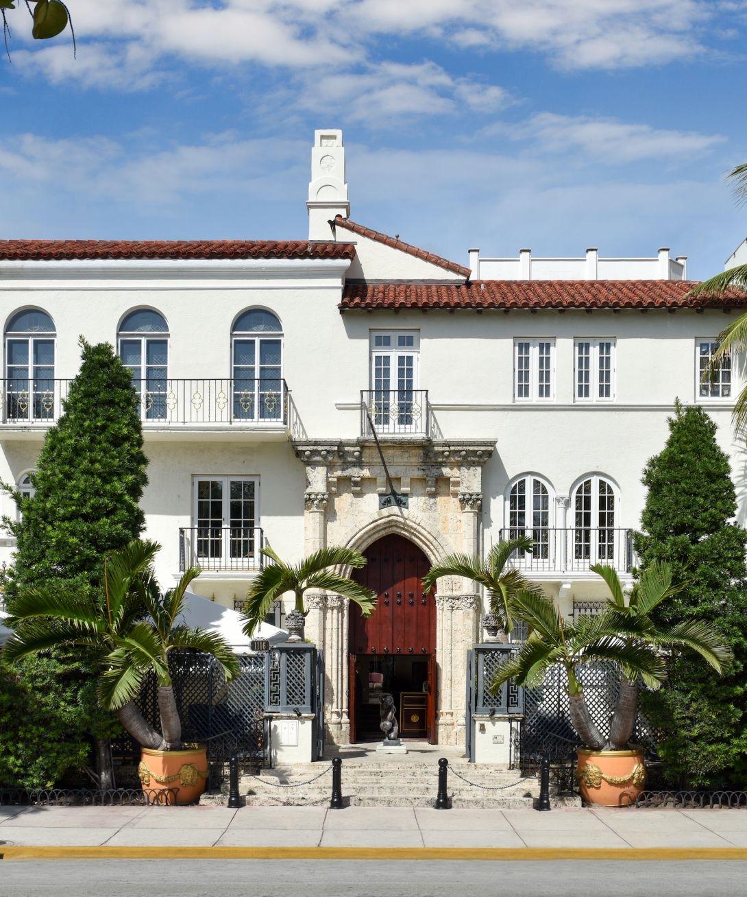 Mansión Versace Bella e imponente, la trágicamente famosa mansión del fallecido diseñador Gianni Versace, ahora llamada La Villa Casa Casuarina. Imposible transitar por Ocean Drive sin mirarla, y sentir siempre esa pena inmensa.Foto suministrada