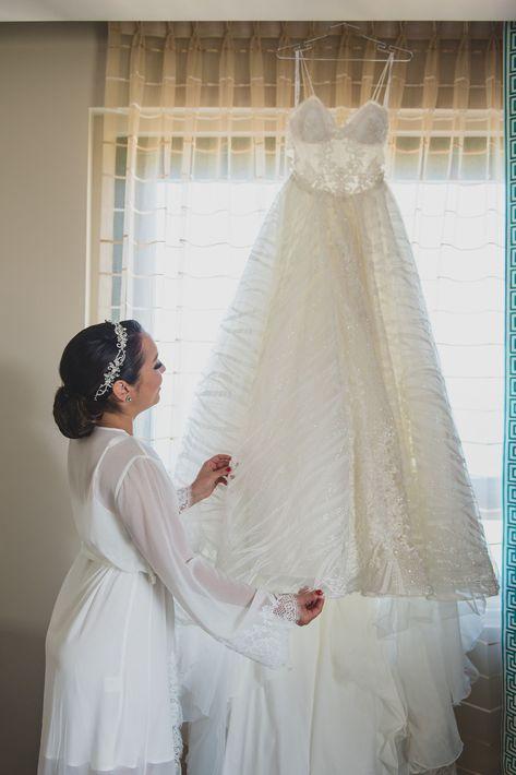 La novia Gabriela Otero utilizo un vestido de la diseñadora ucraniana Milla Nova. El traje pertenece a la colección Sintra Holidays 2018.