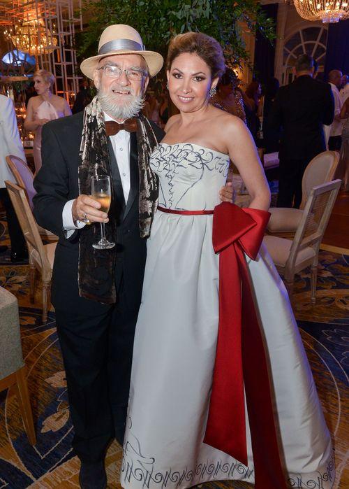 Antonio Martorell y Anna Di Marco, quien luce un vestido pintado por Martorell.