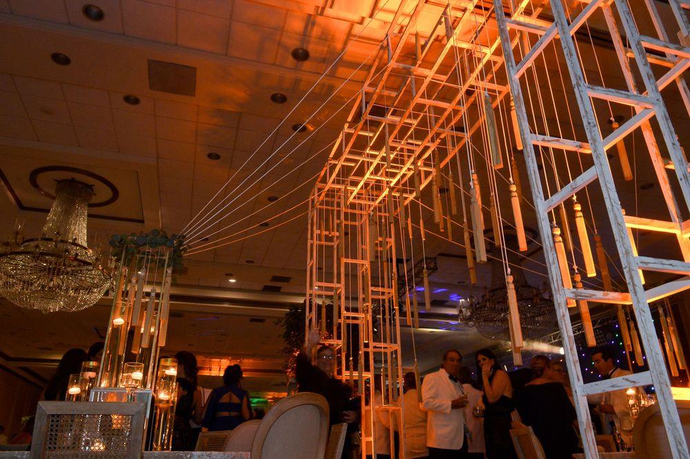 La decoración de la Gala del Museo de Arte de Puerto Rico en El San Juan Hotel, incluyó detalles en madera y textiles.