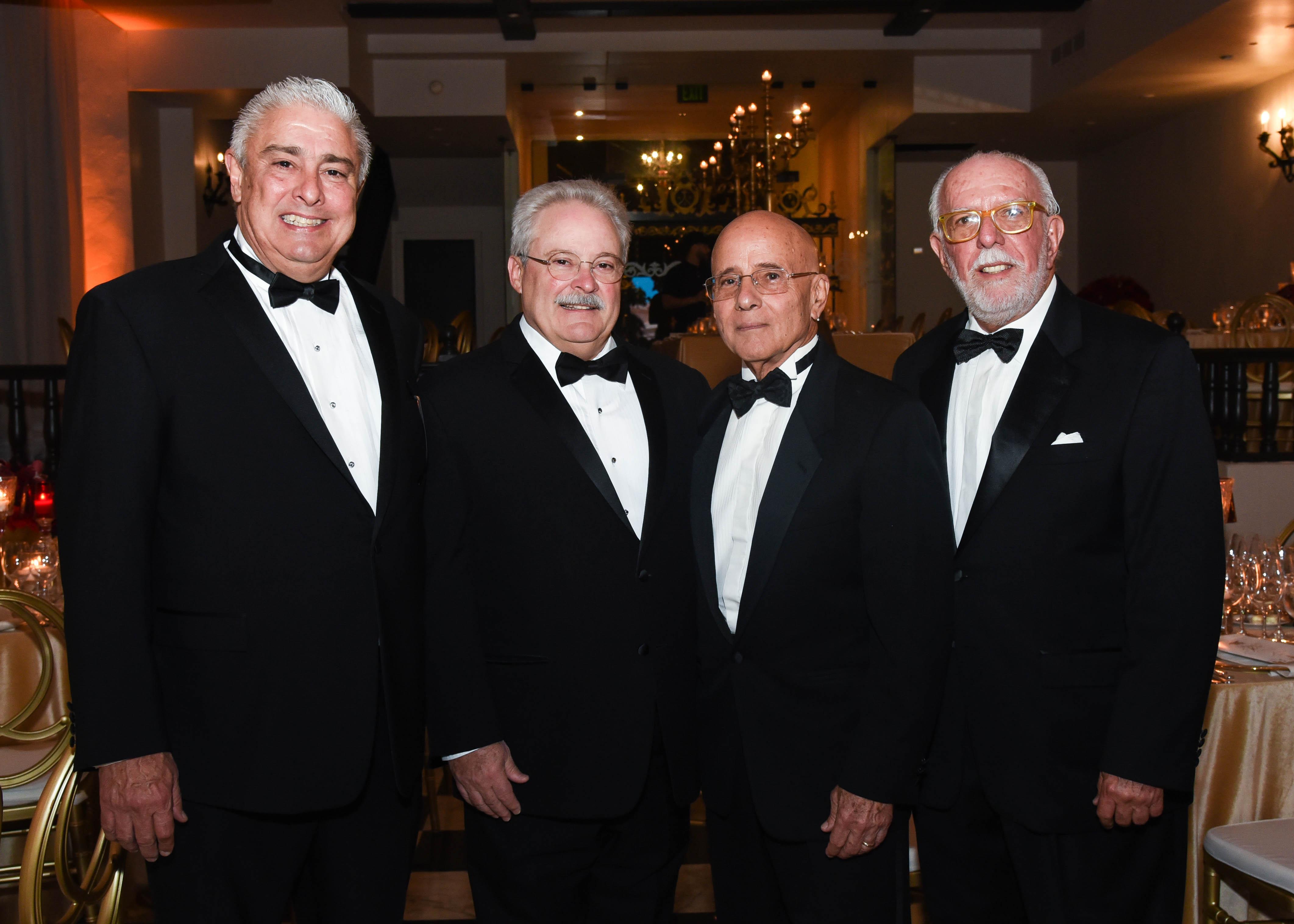 Rafael Nigaglioni, asesor; Diego Suárez, miembro; Ricardo González, presidente y Rogelio Muñoz, secretario, todos de la Junta Directiva del Patronato de Monumentos de San Juan. (Enid M. Salgado Mercado)