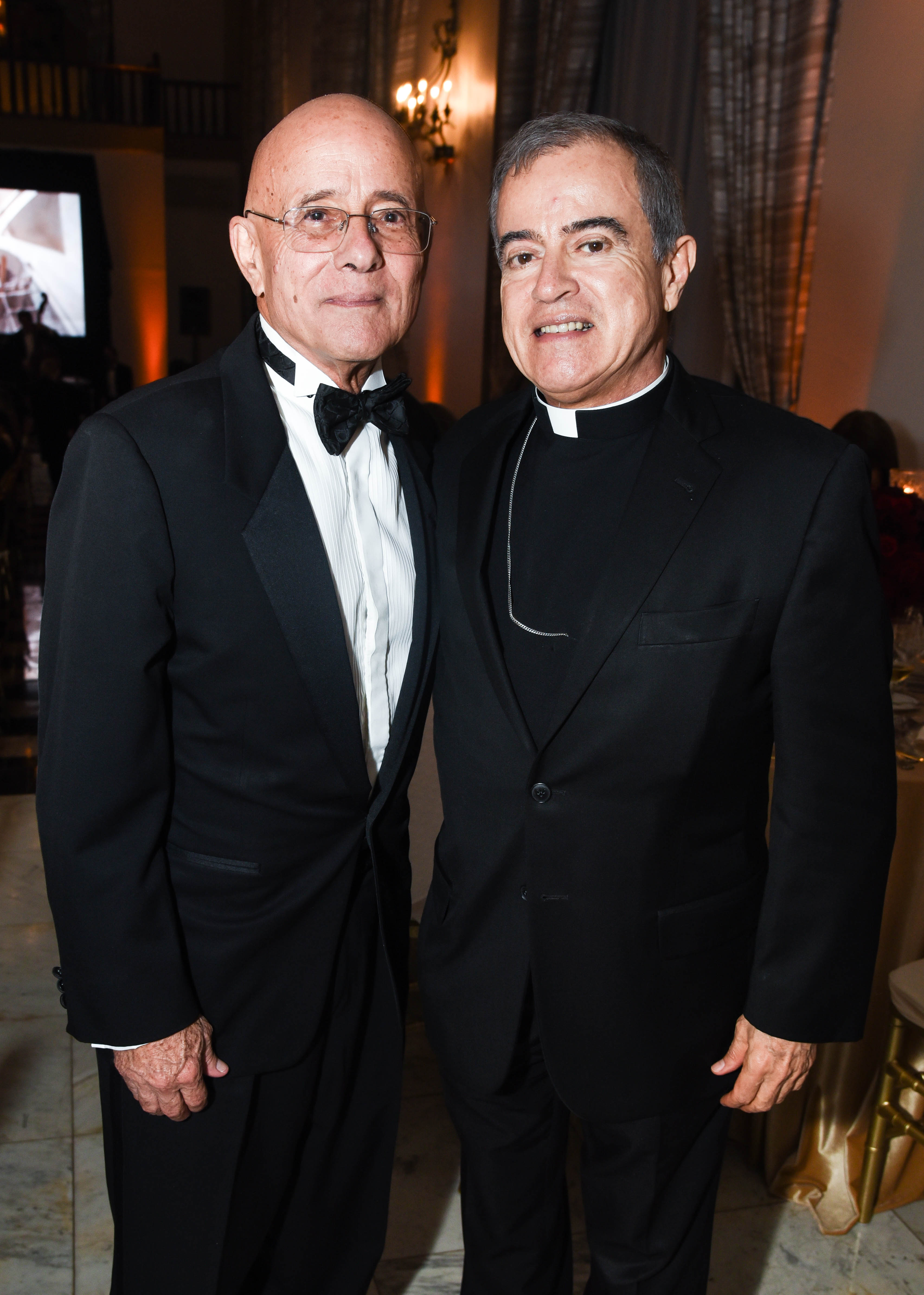 Ricardo González, presidente del Patronato de Monumentos de San Juan, y el Arzobispo Roberto González. (Enid M. Salgado Mercado)