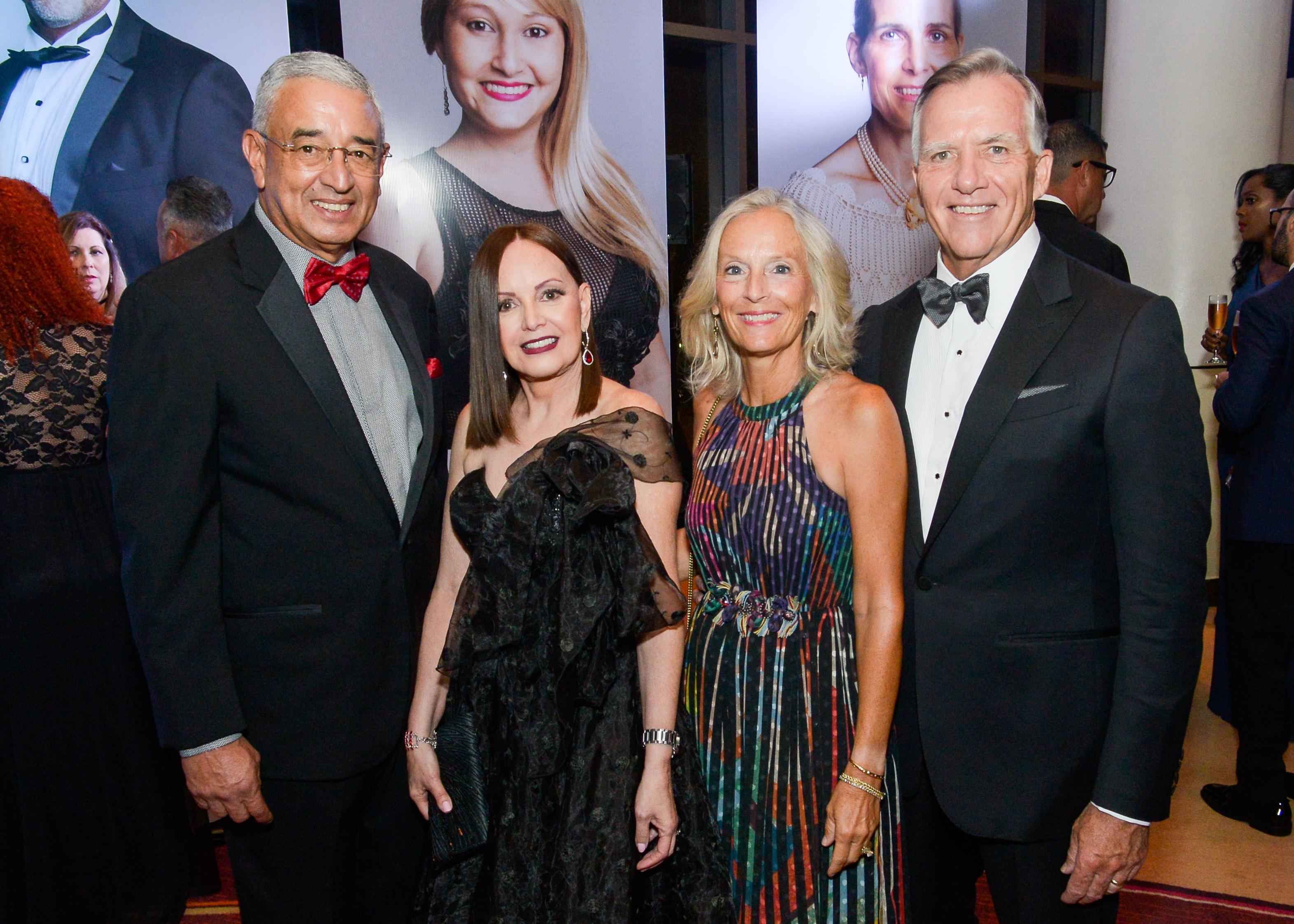 Joe y Kimy Quiñones, juntoa Cindy y Gary Reedy. (Enid M. Salgado-Mercado)