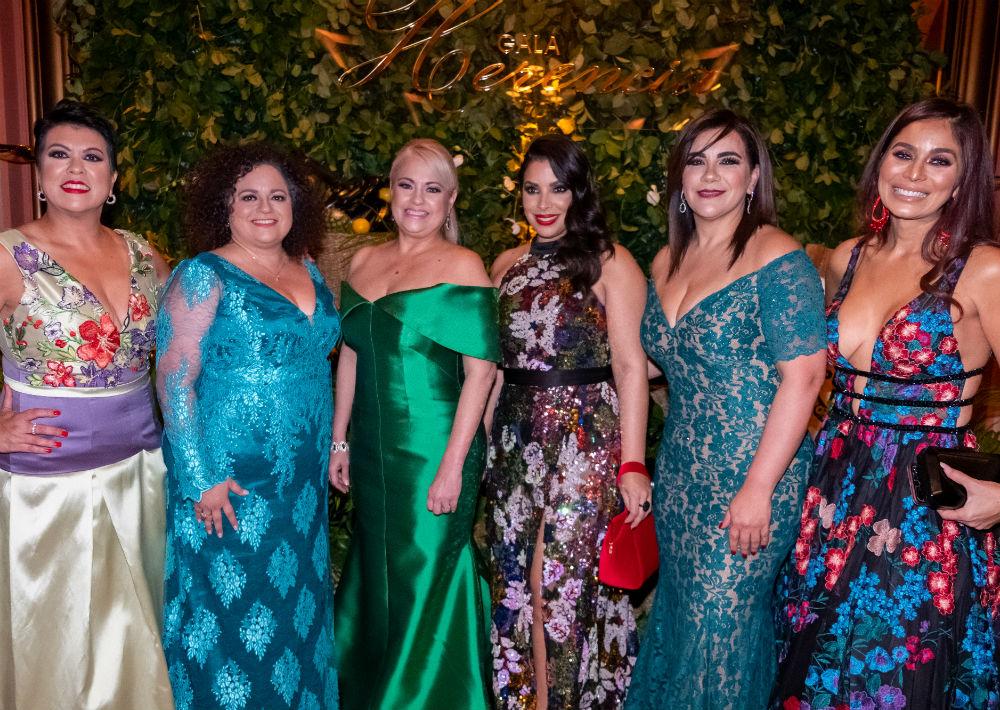 Debbie Alonso, Liliana Cubano, la gobernadora Wanda Vázquez Garced, Viviana Mercado, Aysha Issa y Leslie Montes. (Ricky Reyes/ Especial para Magacín)