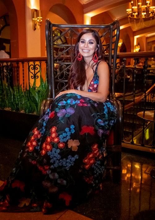 Leslie Montes, del Salvation Army de Puerto Rico, luce un vestido de Royal Bride. (Ricky Reyes/ Especial para Magacín)