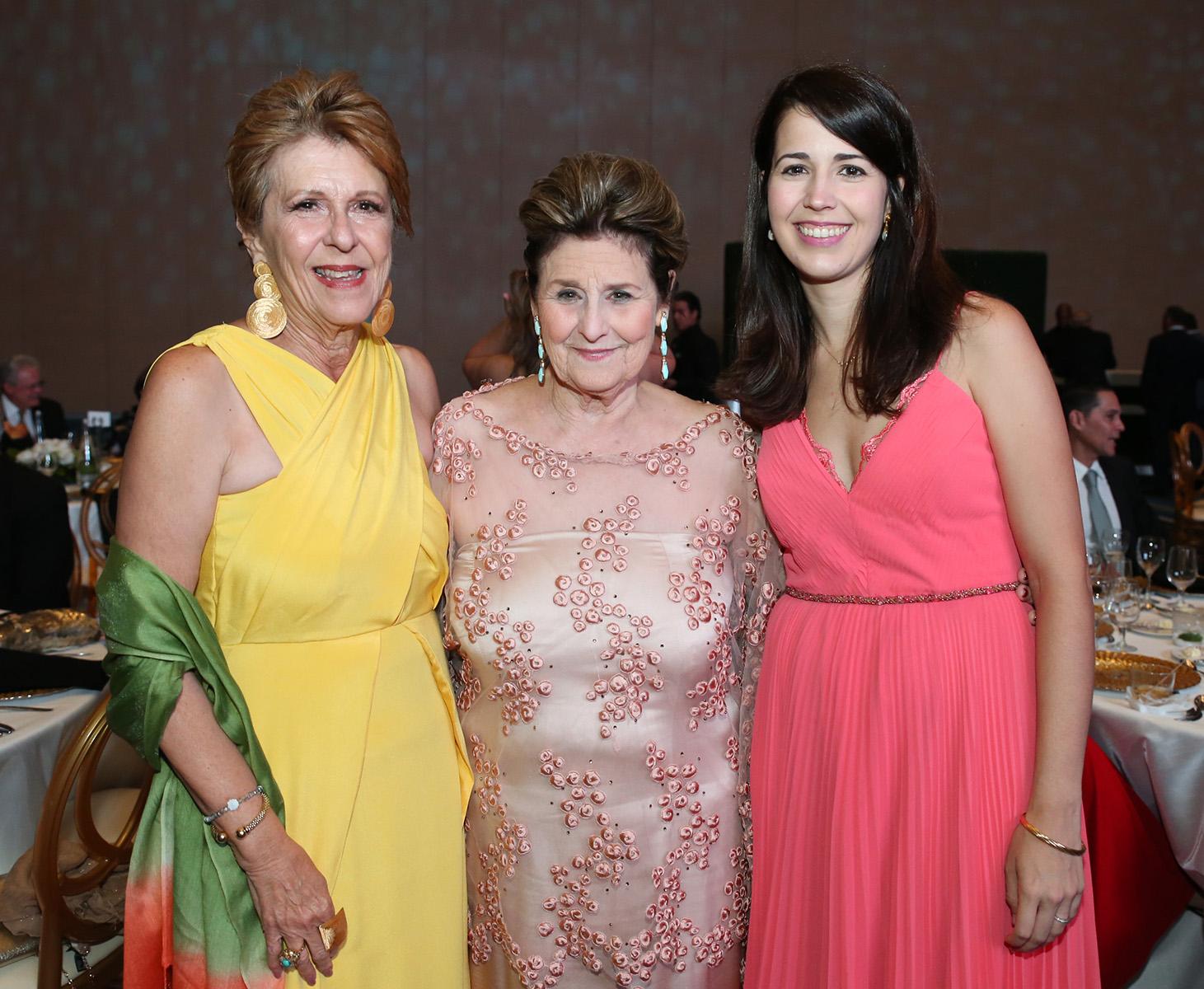 Jeannette y Toni Rovira junto a Isabel Frau. (José Rafael Pérez Centeno)