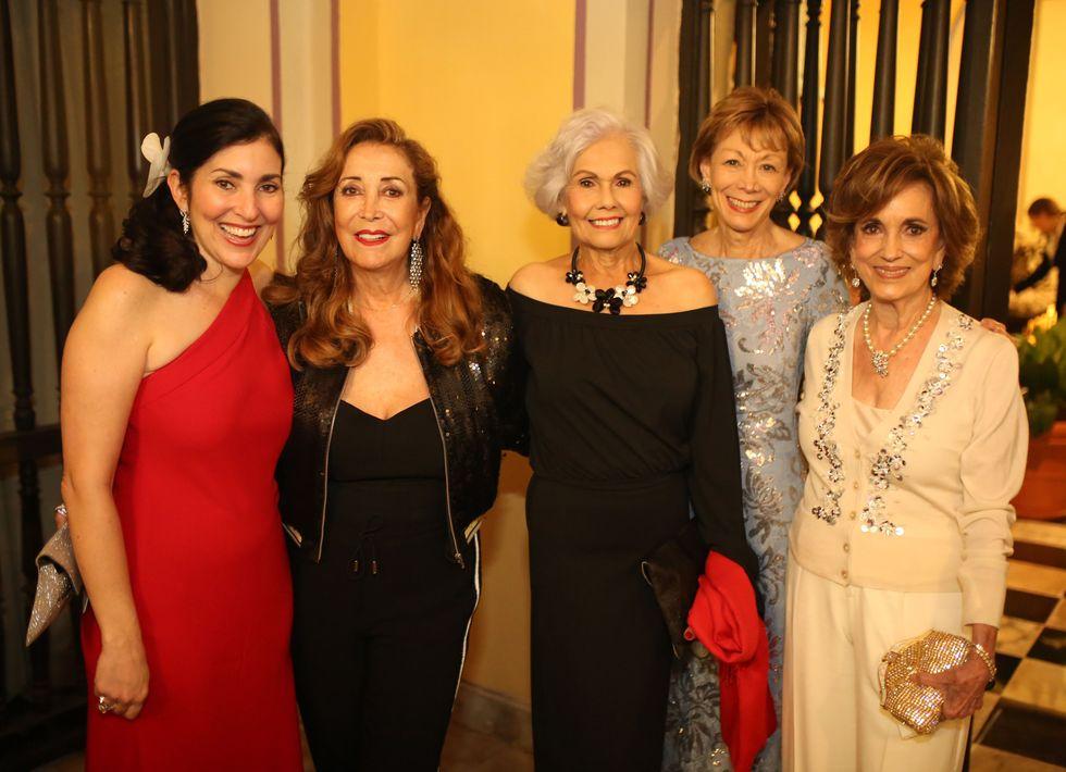 María Elena González, Mary Ann Zacharias, Toni García, María Strongwater y Consuelo McMurray. Foto José R. Pérez Centeno